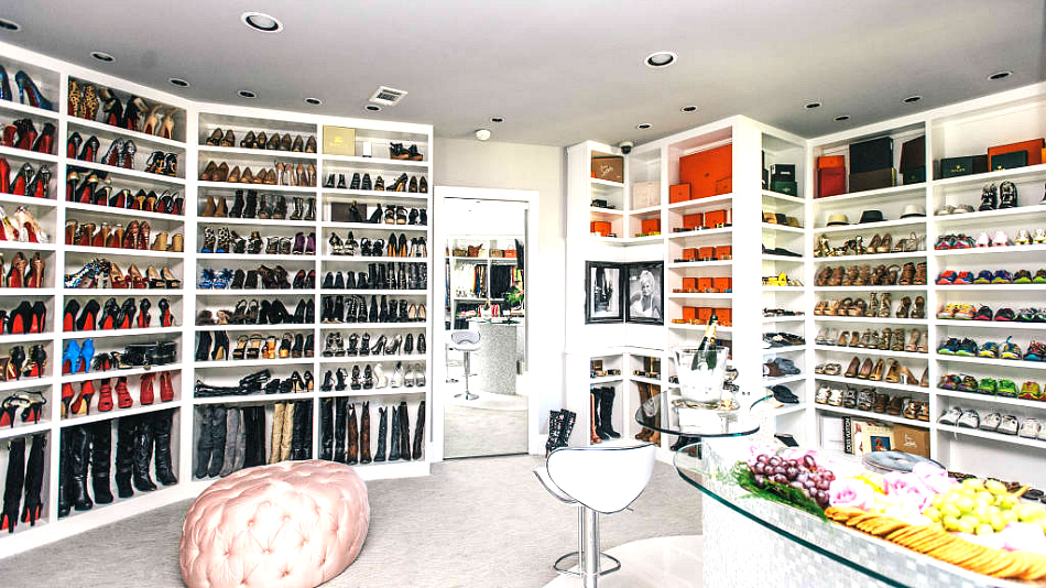 Walk in Closet Fashion Addicted Foodies