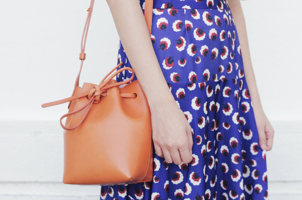Jessica-Blue-Yellow-Outfit-Mansur-Gavriel-Bucket-Bag