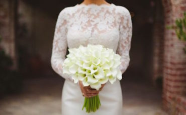 8 Ways To Save Money On Your Wedding Flowers-featured