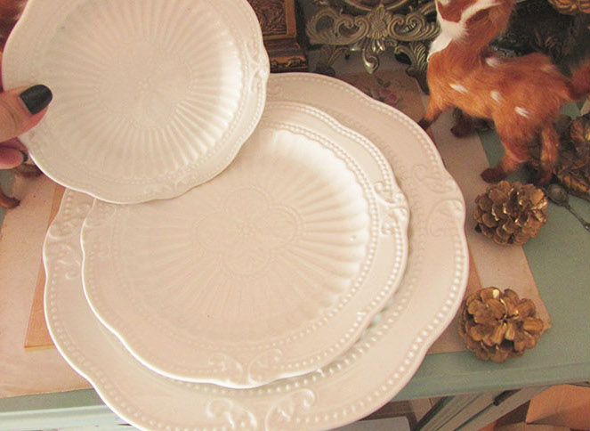 taobao-white-embossed-ceramic-plates